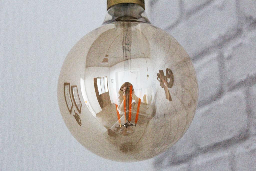 Ampoules rétros - Aménagement d'une meeting room avant/après