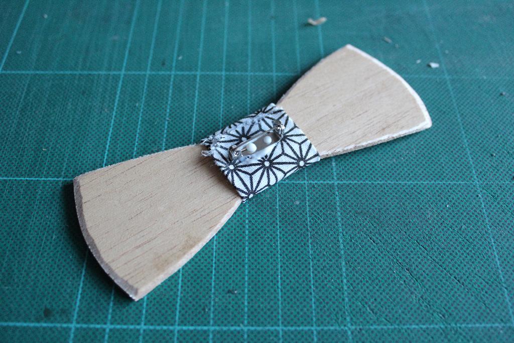 Un noeud papillon en bois DIY