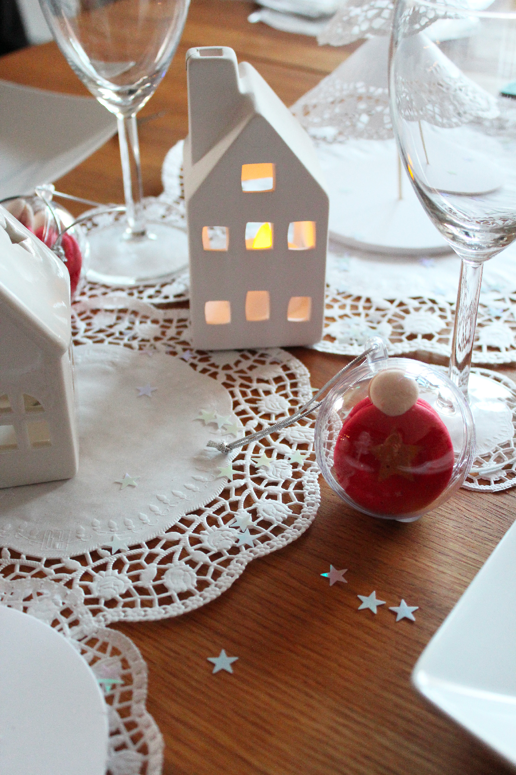 Un chemin de table en dentelle papier DIY